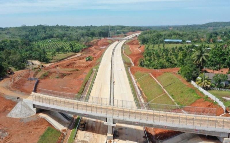 Progres pengerjaan jalan tol yang menghubungkan Provinsi Bengkulu--Provinsi Sumatra Selatan pada seksi 1 ruas Betungan--Taba Penanjung sepanjang 17,6 kilometer. - ANTARA/Hutama Karya Infrastruktur