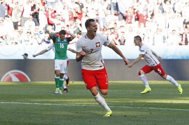 Arkadiusz Milik dalam balutan jersey Timnas Polandia. - Reuters