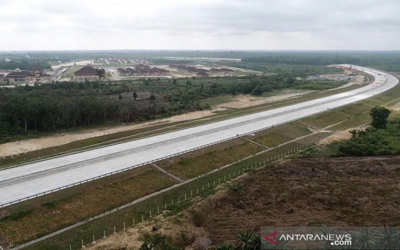 Konstruksi ruas tol Pekanbaru--Bangkinang di Provinsi Riau yang dibangun PT Hutama Karya. - ANTARA/HO/PT Hutama Karya