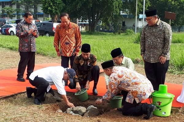Seremoni peletakan batu pertama pembangunan Universitas Islam Internasional Indonesia (UIII) di Depok, Jawa Barat, Selasa (5/6/2018). - JIBI/Amanda Kusumawardhani