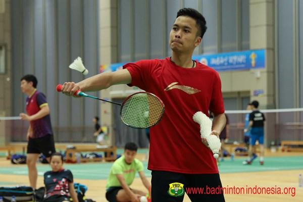 Anthony Sinisuka Ginting saat latihan jelang laga melawan Denmark di Piala Sudirman 2019 - badmintonindonesia.org