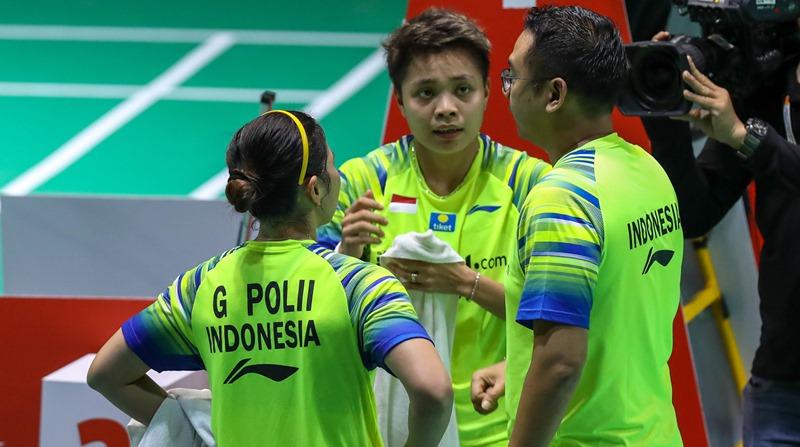 Greysia Polii-Apriyani Rahayu bersama pelatih ganda putri, Eng Hian - Badminton Indonesia