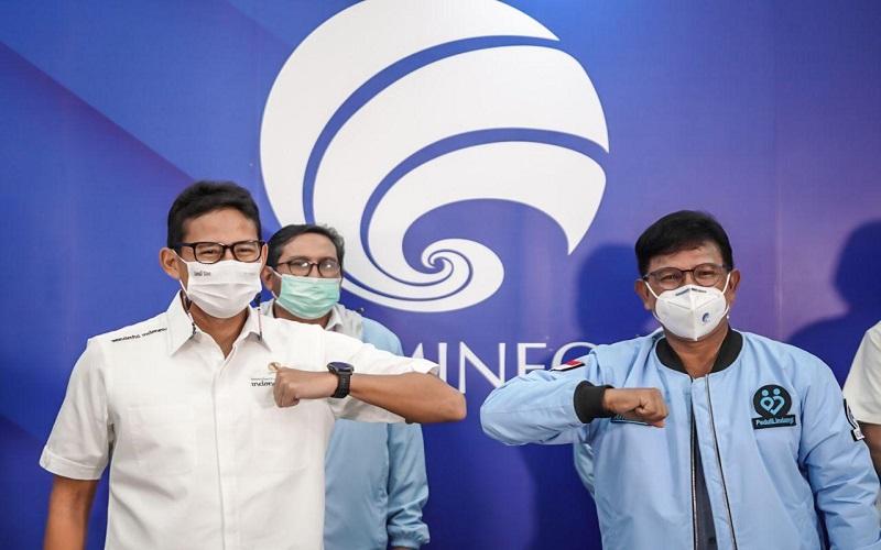 Menparekraf Sandiaga Uno dan Menkominfo Johnny G. Plate membahas kesiapan infrastruktur TIK di destinasi wisata super prioritas.  -  Dok. Kemenparekraf RI