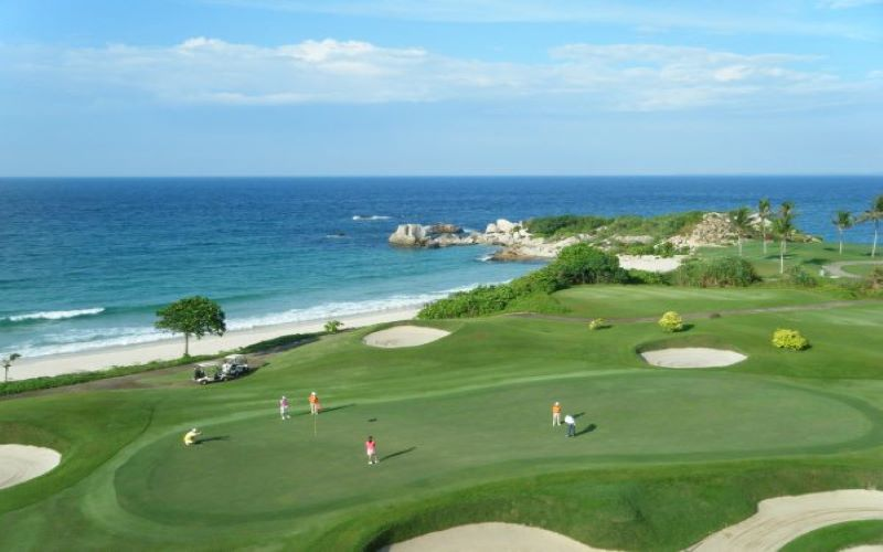 Lapangan Golf di Bintan. - Bintan Resort