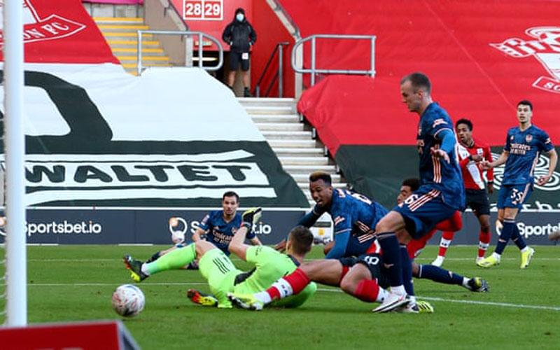 Proses terjadinya gol Southampton ke gawang Arsenal. - Southampton FC