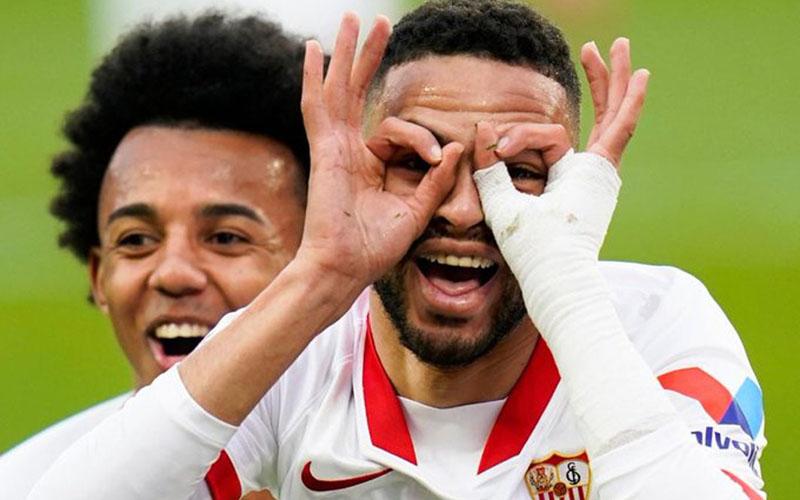 Striker Sevilla Youssef En-Nesyri (kanan) selepas mencetak hatrtick ke gawang Cadiz. - Twitter@SevillaFC_ENG