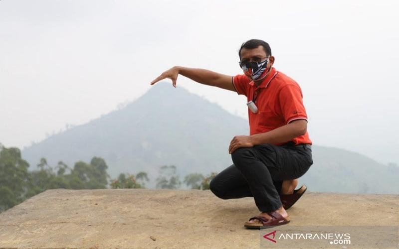 Wakil Bupati Garut Helmi Budiman mengunjungi tempat wisata Piramid View di Desa Sindanggalih, Kecamatan Karangtengah, Kabupaten Garut, Jawa Barat, Minggu (24/1/2021). - ANTARA/Diskominfo Garut