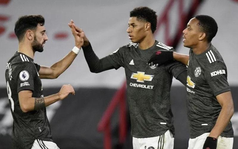 Tiga andalan Manchester United yakni Bruno Fernandes (kiri), Marcus Rashford (tengah), dan Anthony Martial./Antara - Reuters