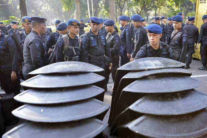 Personel Brimob Polri bersiap melakukan pengamanan di sekitar Gedung Mahkamah Konstitusi (MK), Jakarta, Kamis (27/6/2019). - ANTARA/Nova Wahyudi