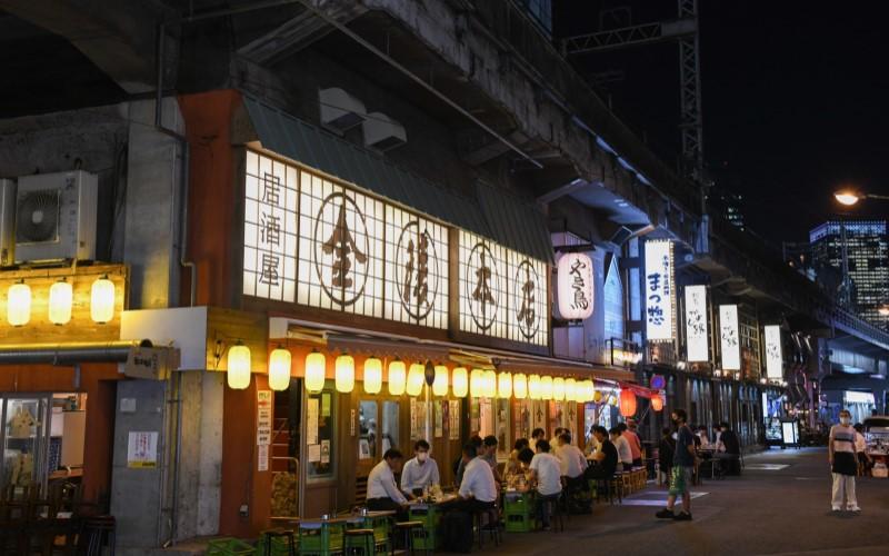 Kafe yang buka di salah satu sudut kota Tokyo - Bloomberg