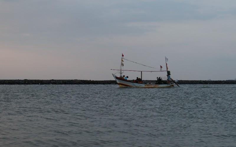 Pesisir pantai di Kecamatan Lemahwungkuk, Kota Cirebon, Jawa Barat.