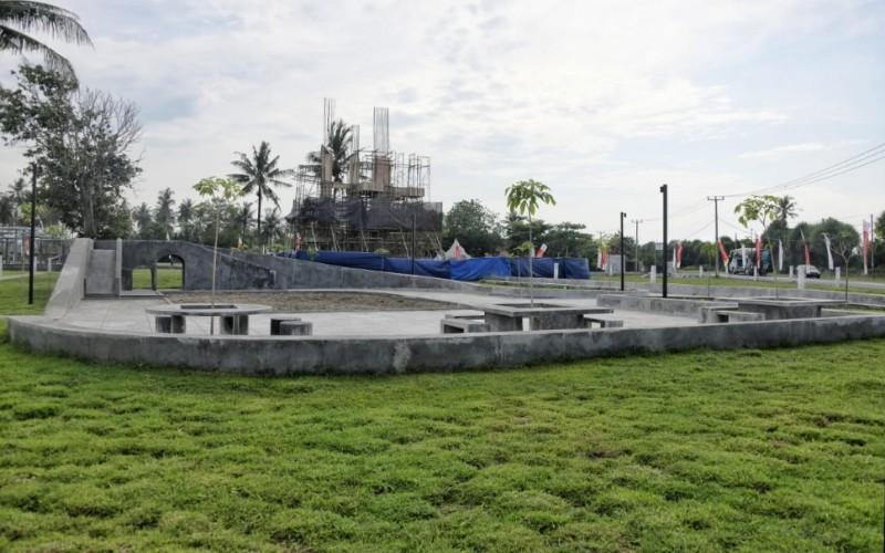 Proses pembangunan Alun/alun Paamprokan di Jalan Pamugaran, Kabupaten Pangandaran