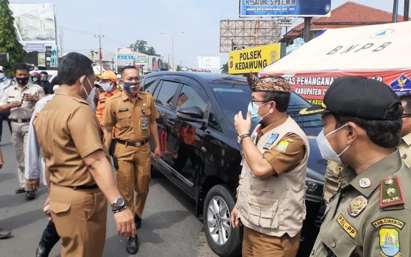 Monitoring PPKM oleh Bupati Cirebon di Kecamatan Kedawung, Kabupaten Cirebon.