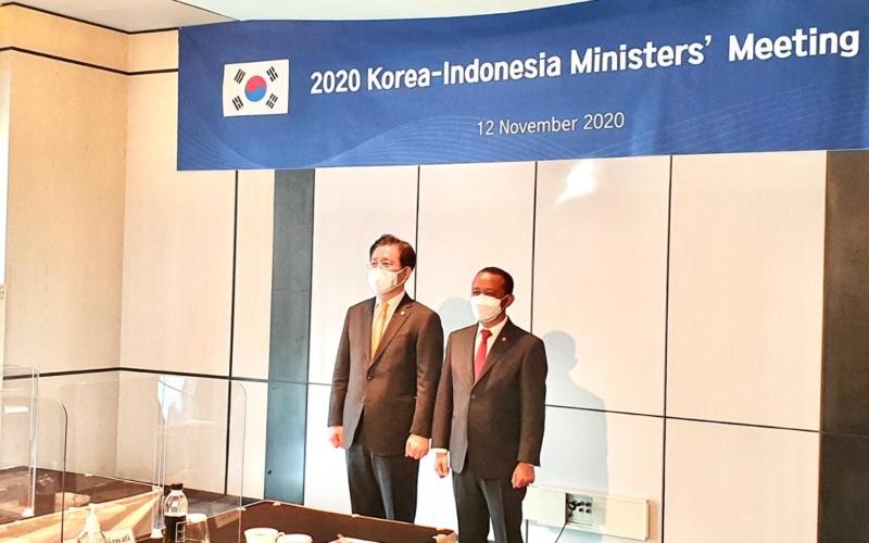 Kepala Badan Koordinasi Penanaman Modal (BKPM) Bahlil Lahadalia (kanan) bertemu dengan Menteri Perindustrian Korea Selatan (Korsel) Sung Yun-mo di Seoul, Korsel, Kamis (12/11/2020). - Istimewa