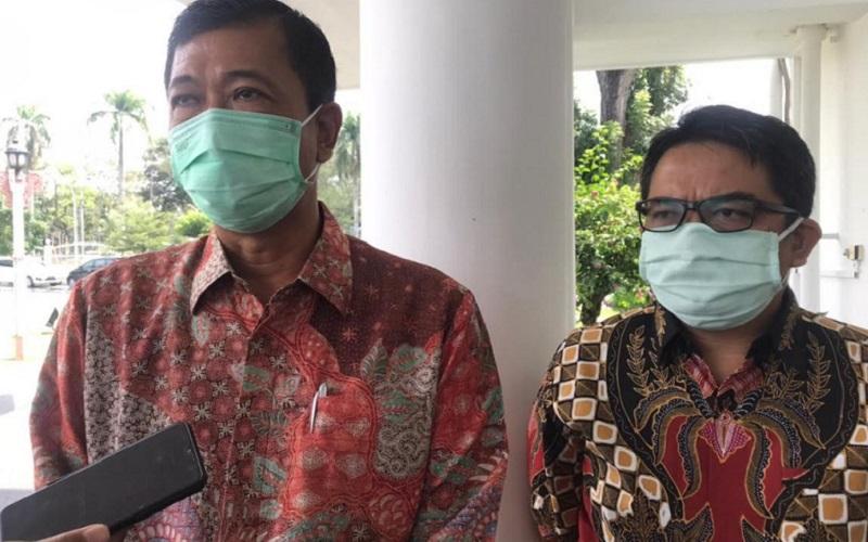 (kika) Direktur Utama PT KIM Ngurah Wirawan bersama Direktur Keuangan, SDM , dan Umum PT KIM Daly Mulyana saat diwawancarai di depan Rumah Dinas Gubernur Sumatra Utara, Senin (25/1 - 2020).