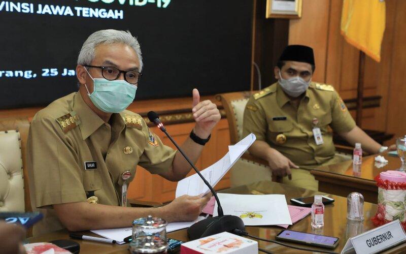 Gubernur Jateng Ganjar Pranowo saat memimpin rapat evaluasi Covid-19 di kantornya, Senin (25/1/2021). - Ist