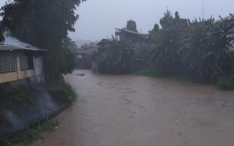 Banjir dan tanah longsor terjadi akibat hujan dengan intensitas tinggi dan struktur tanah yang labil di Kota Manado, Provinsi Sulawesi Utara. - Dok. BPBD Kota Manado