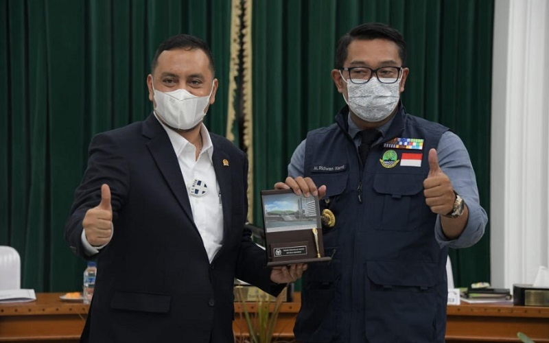 Wakil Baleg DPR RI Willy Aditya bersama Gubernur Jabar Ridwan Kamil