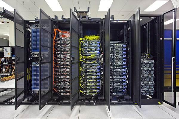 Ilustrasi seperangkat server data. Selama ini bentuk kemitraan tidak terlalu jelas, tetapi umumnya yang terjadi adalah dalam bentuk penyertaan modal.  - Wikimedia Commons