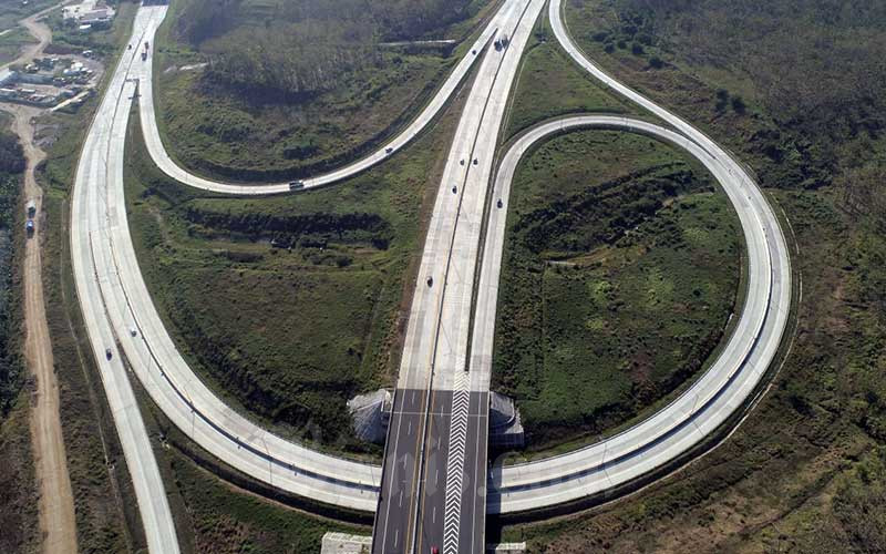 Foto udara Jalan Tol Trans Jawa ruas Semarang-Batang, Jawa Tengah, Kamis (27/8/2020). Bisnis - Rachman