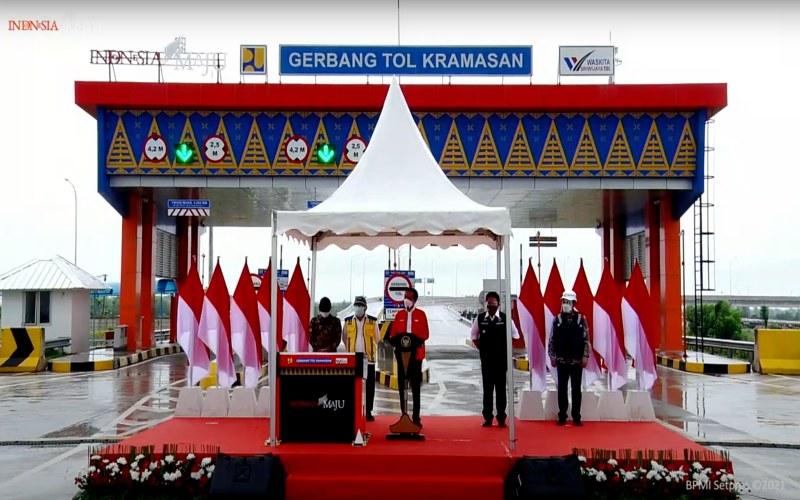 Presiden RI Joko Widodo meresmikan Jalan Tol Kayuagung--Palembang di Gerbang Tol Kramasan, Kecamatan Pemulutan, Kabupaten Ogan Ilir, Sumatra Selatan, Selasa (26 - 1). istimewa