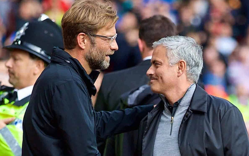 Pelatih Liverpool Jurgen Klopp (kiri) dan pelatih Tottenham Hotspur Jose Mourinho. - This is Anfield