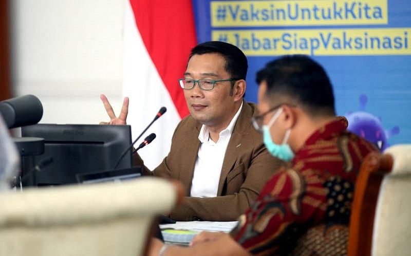 Gubernur Jawa Barat Ridwan Kamil menyampaikan pemaparan pada diskusi webinar Bisnis Indonesia Business Challenges 2021 di Gedung Negara Pakuan, Bandung, Jawa Barat, Selasa (26/1). - Bisnis/Rachman