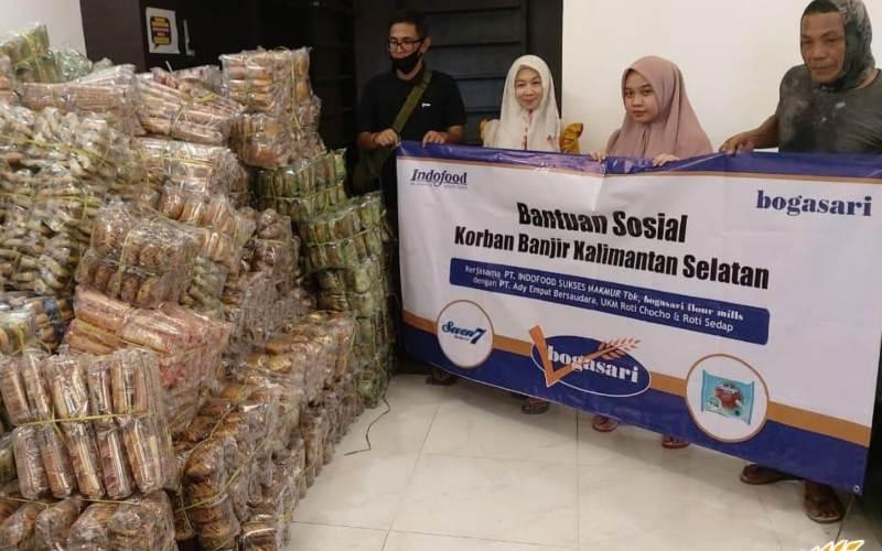 Penyaluran bantuan dari Bogasari bersamaPT Ady Empat Bersaudara, PT Wira Pangan Sentosa, dan 4 UKM roti (UKM Roti Choco, Roti Sedap, Roti Jordan, dan Roti ZB). - istimewa