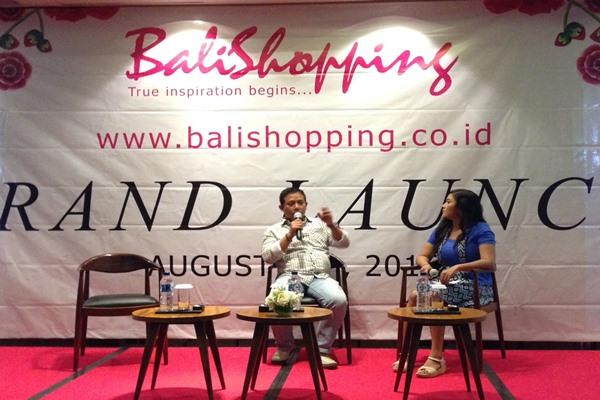 Made Samba, Pendiri Balishopping.com, saat memberikan penjelasan dalam peluncuran Balishopping.com di Kuta. - Bisnis/Natalia Indah K.