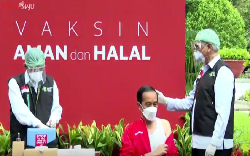 Presiden Joko Widodo bersiap disuntik vaksin CoronaVac untuk kedua kalinya pada hari ini, Rabu (21/1/2021). JIBI - Bisnis/Nancy Junita