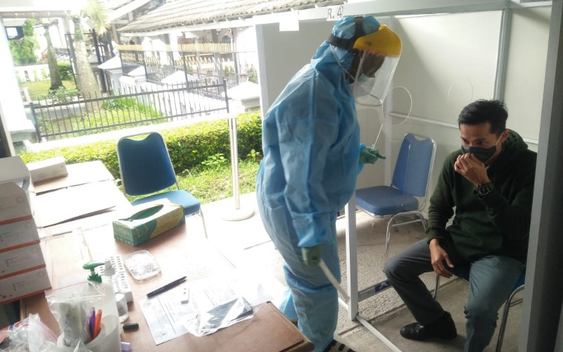 Layanan rapid test antigen di stasiun KA