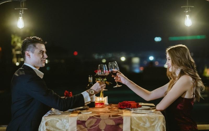 PO Hotel Semarang menawarkan Valentine Romance Package yang terdiri atas makan malam di Gris Restaurant dan menginap di Superior Room PO Hotel Semarang.
