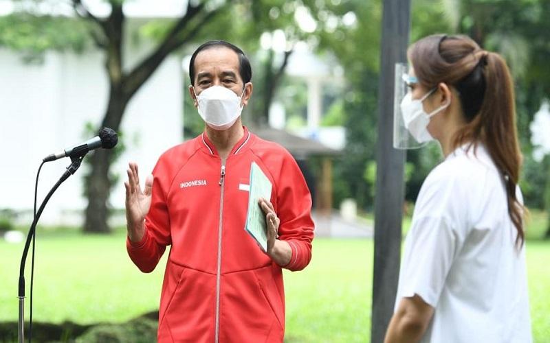 Presiden Joko Widodo memberikan keterangan usai mendapat vaksin Covid-19 dosis kedua di Istana Negara, Rabu (27/1/2021).  -  Biro Sekretariat Presiden RI