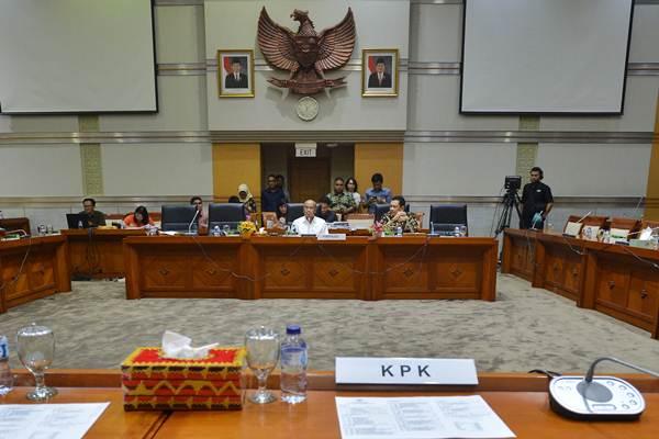 Ilustrasi - Suasana rapat Komisi III DPR di Kompleks Parlemen, Senayan, Jakarta, Rabu (6/9). Rapat dengar pendapat Komisi III DPR dengan KPK batal karena pimpinan KPK tidak hadir dan akan dijadwalkan kembali pada Senin (11/9). - ANTARA/Wahyu Putro A