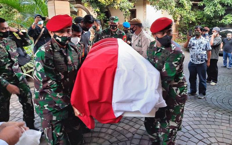 Jenazah Jenderal TNI (Purn.) Wismoyo Arismunandar di rumah duka di Jakarta Timur. - Dispenad