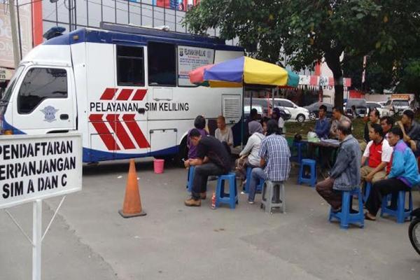 Kegiatan layanan perpanjangan SIM Keliling di Jakarta. Ilustrasi - TMCPoldaMetro