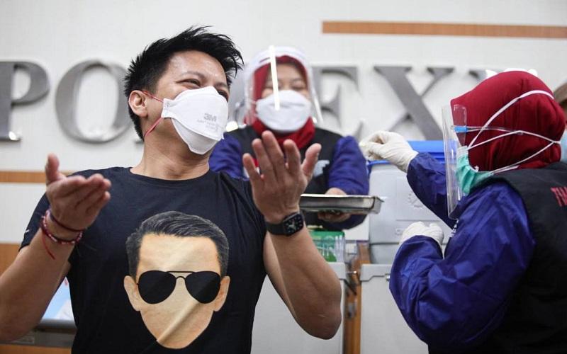 Ariel mendapat vaksin Covid/19 dosis kedua di Rumah Sakit Khusus Ibu dan Anak (RSKIA) Kota Bandung