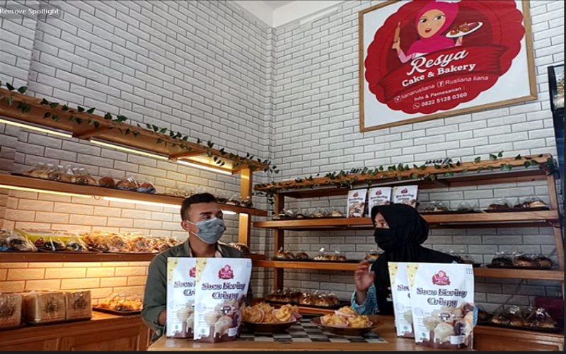 UMKM Pangan Resya Cake & Bakery. Omzet penjualan online melampaui besaran pendapatan yang diperoleh dari gerai luring.  - YDBA
