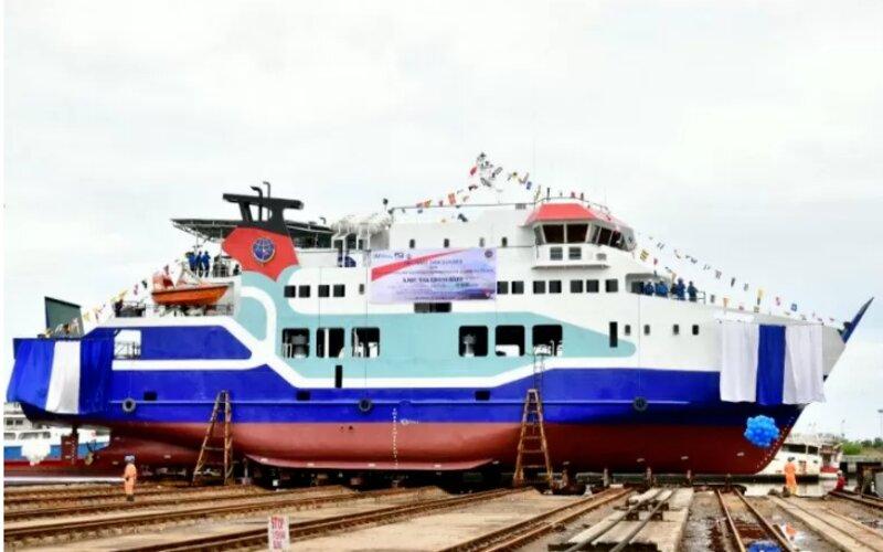 PT IKI menyerahkan secara resmi meluncurkan Kapal KMP Takabonerate untuk melayani rute Selayar. - Antara/Humas Pemprov Sulsel.