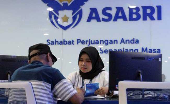 Aktivitas layanan nasabah di kantor PT Asuransi Sosial Angkatan Bersenjata Republik Indonesia (Persero) atau Asabri di Jakarta, Kamis (16/1/2020). - Bisnis/Dedi Gunawan