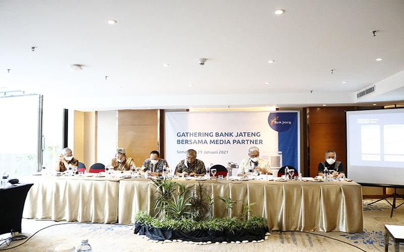 Jajaran direksi Bank Jateng menyampaikan kinerja perusahaan sepanjang 2020 pada Jumat (29/1/2021)  -  Muhammad Faisal Nur Ikhsan / BISNIS.COM