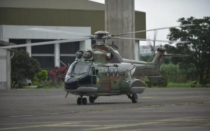 Helikoter Super Puma NAS332 C1. Helikopter yang mampu mengangkut 18 pasukan dan 3 kru (pilot, kopilot, dan juru mudi udara) ini merupakan heli angkut berat serbaguna yang dapat digunakan untuk transportasi militer, kargo, transportasi paratroop, evakuasi medis, serta VIP.  - PTDI