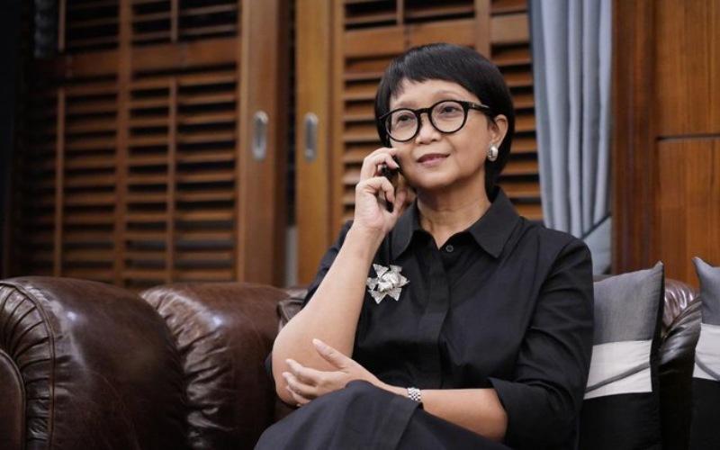 Menlu RI Retno LP Marsudi tengah berkomunikasi via telepon dengan Menteri Luar Negeri SurinameAlbert Ramdin, Jumat (29/1/2021) - Twitter/@Menlu_RI