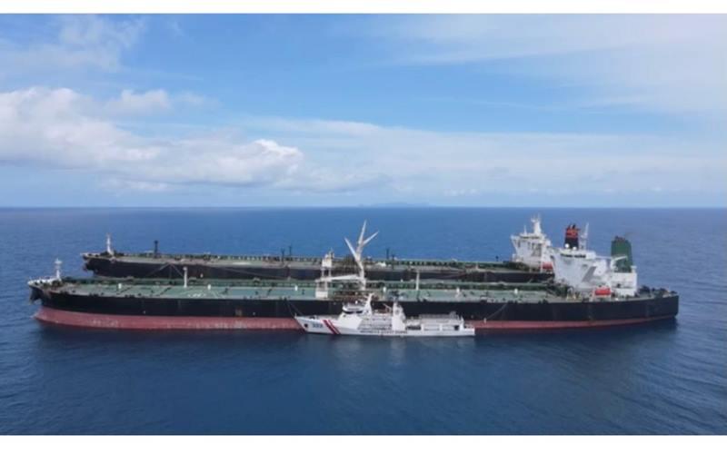 Bakamla RI amankan dua kapal tanker berbendera asing diduga lakukan transfer BBM ilegal. - bakamla.go.id