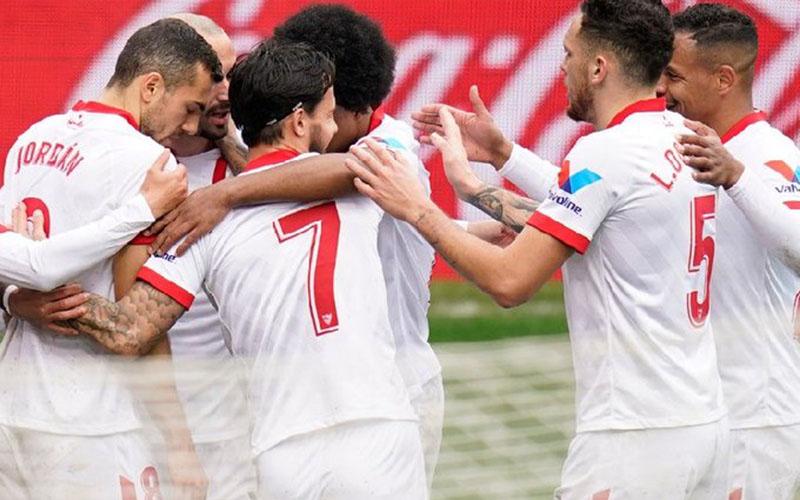 Para pemain Sevilla merayakan gol kedua ke gawang Eibar. - Twitter@SevillaFC_ENG