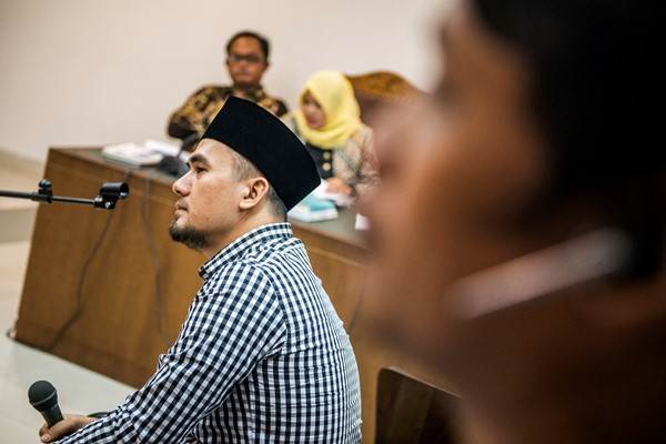 Penyanyi dangdut Saipul Jamil memberikan kesaksian saat sidang praperadilan kasus suap terdakwa Panitera Pengadilan Jakarta Utara Rohadi di Pengadilan Negeri Jakarta Pusat, Jakarta, Kamis (28/7/2016). - Antara/M Agung Rajasa