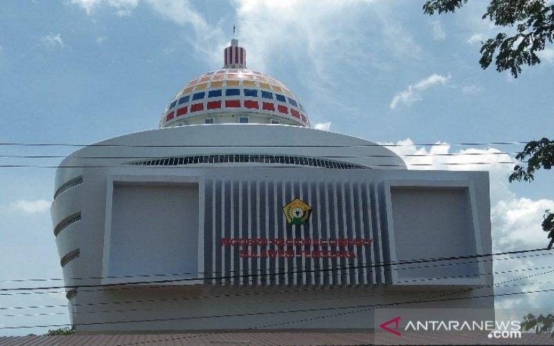 Gedung perpustakaan modern bertaraf internasional yang dibangun di Jalan Sao-Sao, Kecamatan Kadia, Kota Kendari, Sulawesi Tenggara, Minggu (31/1/2021). - ANTARA/Harianto