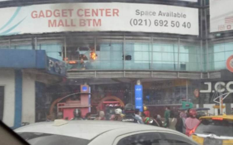 Mal BTM Kota Bogor, Jawa Barat, terbakar Minggu (31/1/2021) sore. - Antara/HO