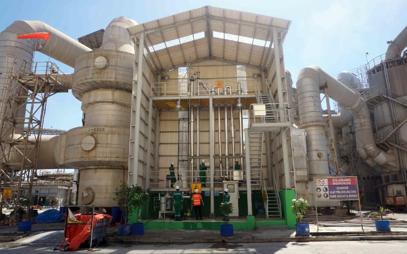 Pabrik Surfaktan. Tahun ini, Petrokimia Gresik berhasil menghasilkan produk baru, Methyl Ester Sulfonate (MES). MES Petrokimia Gresik ini dikembangkan bersama dengan Surfactant Bioenergy Research Centre Institut Pertanian Bogor (SBRC IPB).  - Petrokimia Gresik