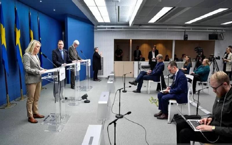 Menteri Kesehatan dan Urusan Sosial Swedia Lena Hallengren memberikan keterangan media mengenai situasi  Virus Corona (Covid-19), di kantor pusat pemerintah di Stockholm, Swedia, Selasa (3/11/2020). - Antara/Reuters\r\n\r\n
